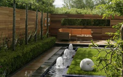 Jane McCorkell Bloom 2007 - sitting area and water feature